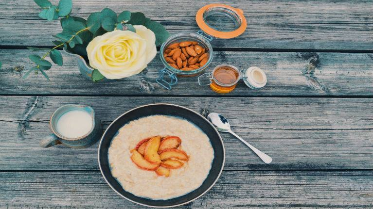 recipe image Caramelised Apple & Cinnamon Porridge