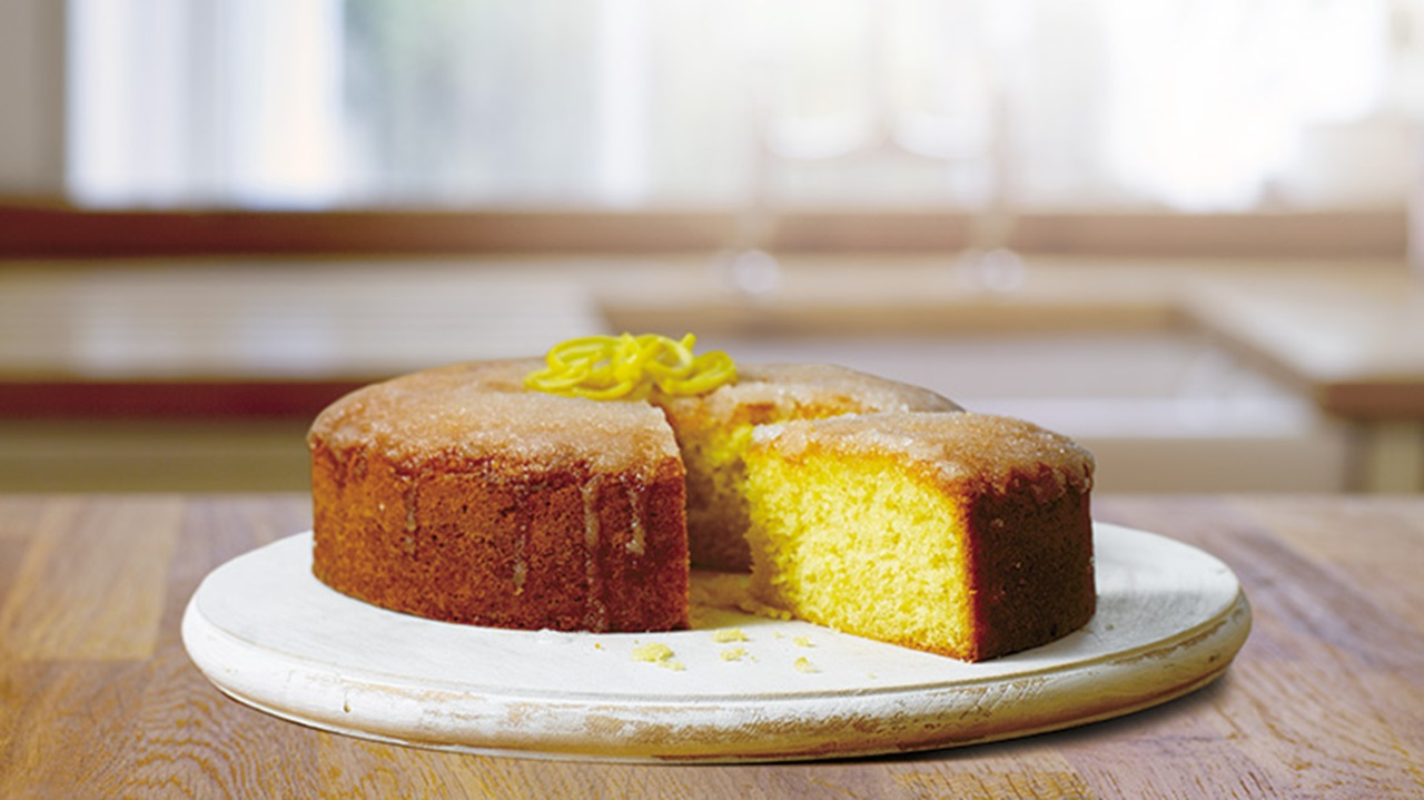 recipe image Easy & Tasty Lemon Drizzle Cake Recipe